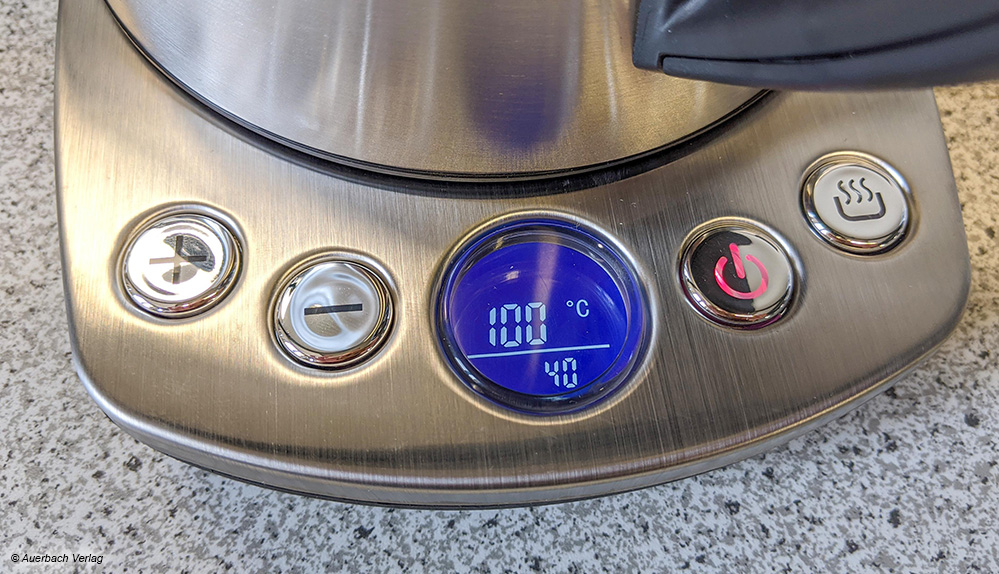 Ist- und Soll-Temperatur: Der Kocher von Caso zeigt beide Werte während des Betriebs an - und das leuchtstark