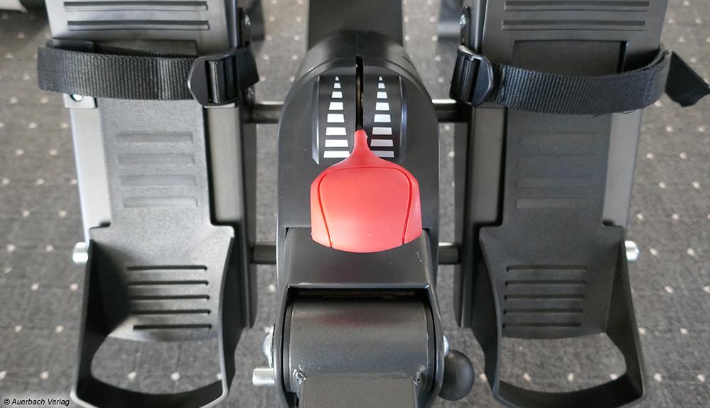 An dem Hebel des Rudergeräts von Sportplus kann die Schwierigkeitsstufe stufenlos eingestellt werden