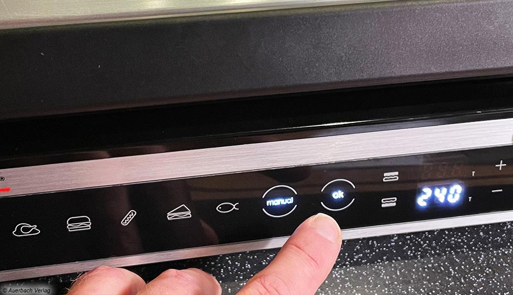Alle relevanten Informationen sind am Touchdisplay ablesbar, die tastenlose Bedienung erfolgt durch sanftes Tippen