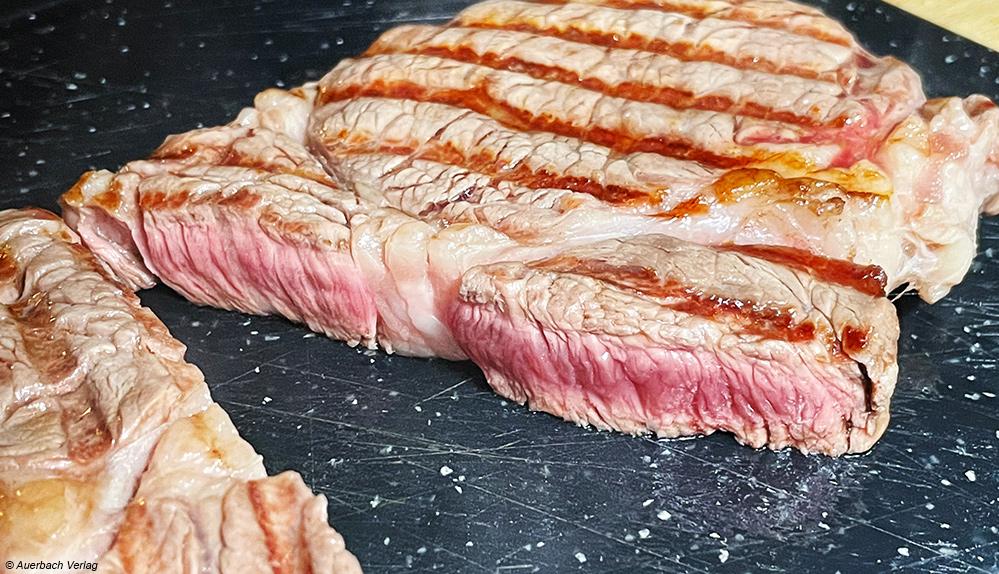 Das Entrecote am Gastroback Kontaktgrill Design BBQ Advanced Smart ist wunschgemäß medium rare gegart