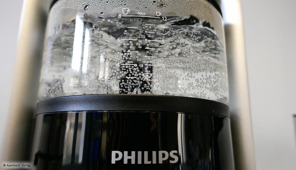 Hingucker: Bei der turmartigen Café Gourmet HD5408 von Philips kann man zusehen, wie das Wasser im Glastank erhitzt wird