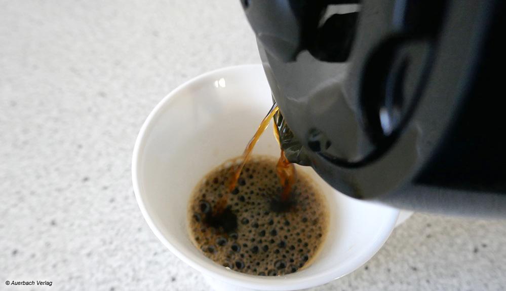 Bei einigen der Thermokannen, wie hier beim Modell von Beem, ist der Kaffeestrahl beim Ausgießen dünn und ungleichmäßig