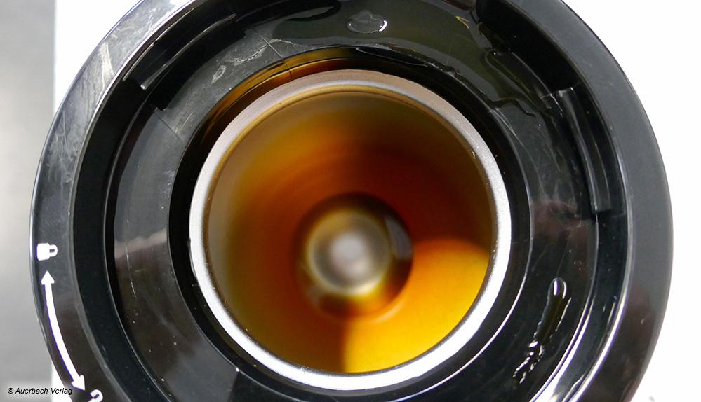 Im Gegensatz zur Glaskanne bleibt bei fast allen Thermokannen, wie hier bei der Grundig, ein kleiner Rest Kaffee zurück