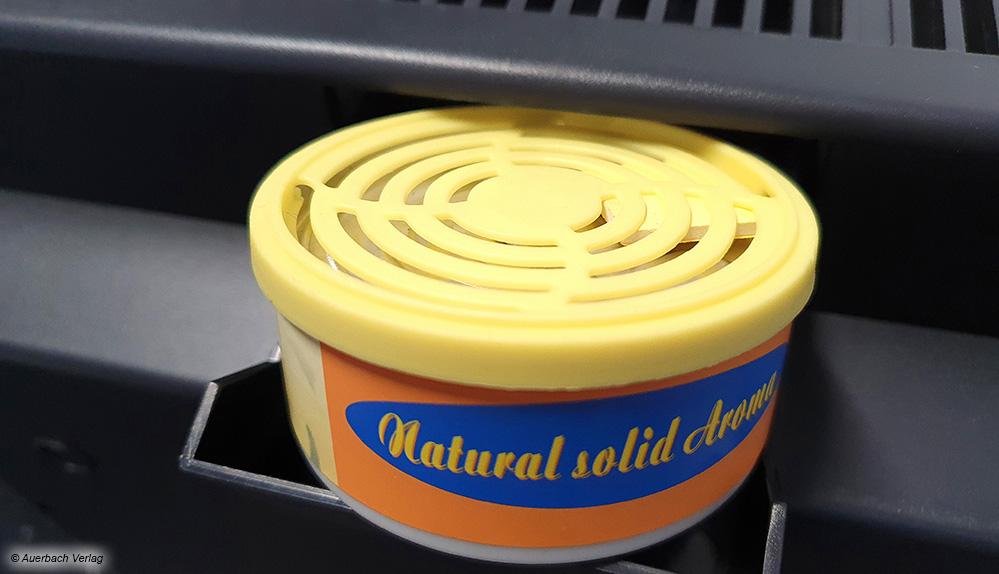 Praktisch: Ein Luftreiniger von Aktobis lässt sich mit Aromakartuschen versehen. Diese verbreiten dann einen angenehmen Duft im Raum