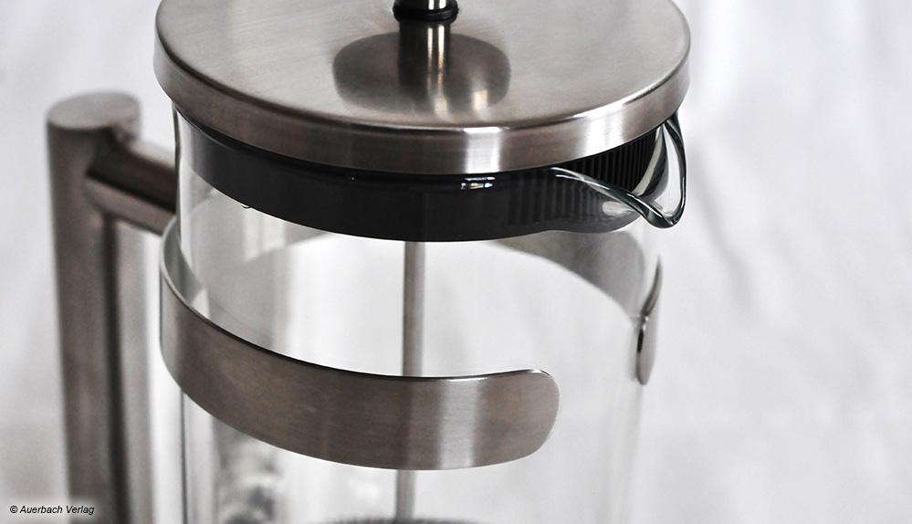 Das Metallgestell der Kanne von Beem sitzt leider nicht passgenau, wodurch die Glaskaraffe schnell herausrutschen könnte