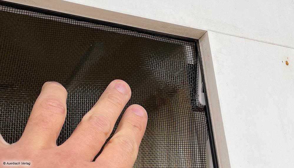 Das Fliegengitter sitzt fest, kann Dank der Magnetverbindung aber jederzeit leicht entfernt werden