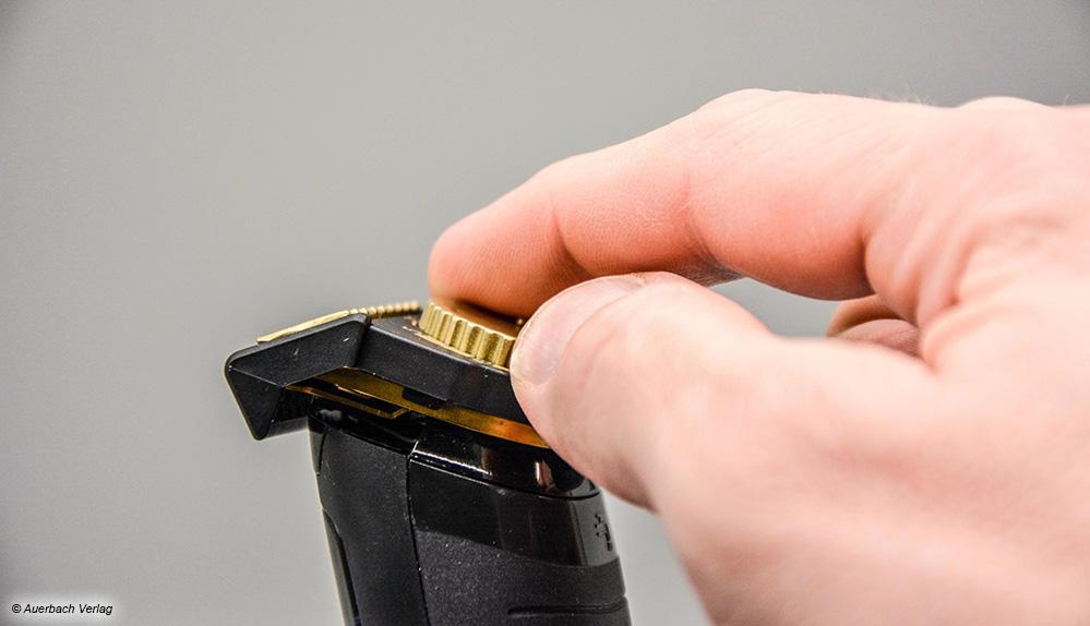 Das Einstellrad des Remington ist für große Hände eindeutig zu dünn und dabei zusätzlich schwer zu drehen