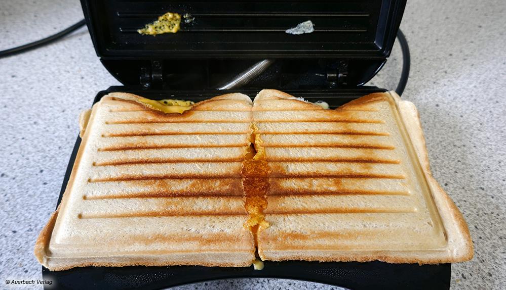Da das Gerät von Melissa nur über eine flächige Grillplatte verfügt, werden die Sandwiches in der Mitte nicht versiegelt