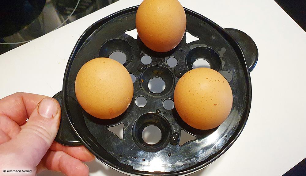 Einige Eierkocher, wie der von Melissa, bieten gute Angriffsflächen zum Abnehmen des Eierhalters