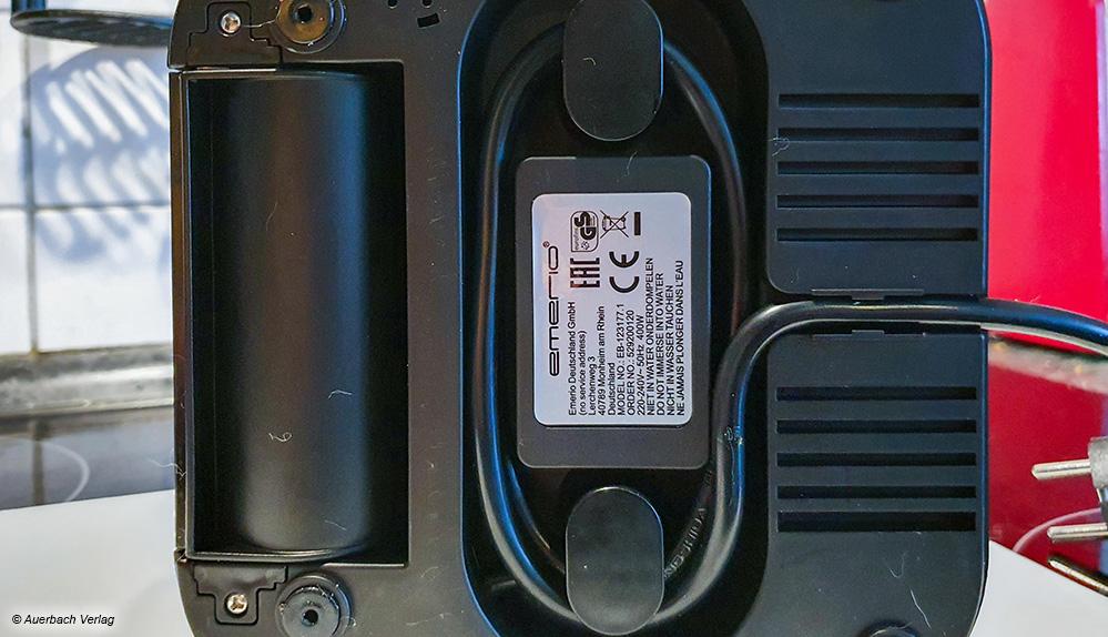 Fürs Verstauen sinnvoll: Eine Kabelaufrollmöglichkeit an der Unterseite des Emerio-Gerätes
