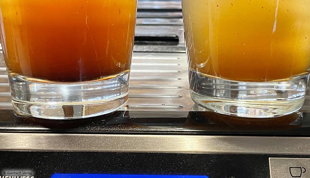 Achtung, das ist kein Kaffee, sondern das Ergebnis der ersten Reinigungsdurchläufe mit Durgol Reinigungs-Tabletten nach 2900 Tassen Kaffeebezug