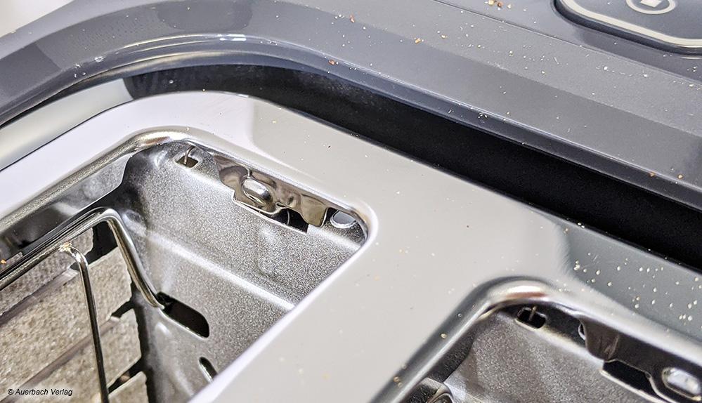 Geheimer Schacht: Bei einigen Toastern klafft ein Spalt zwischen Gehäuse und Metalleinheit