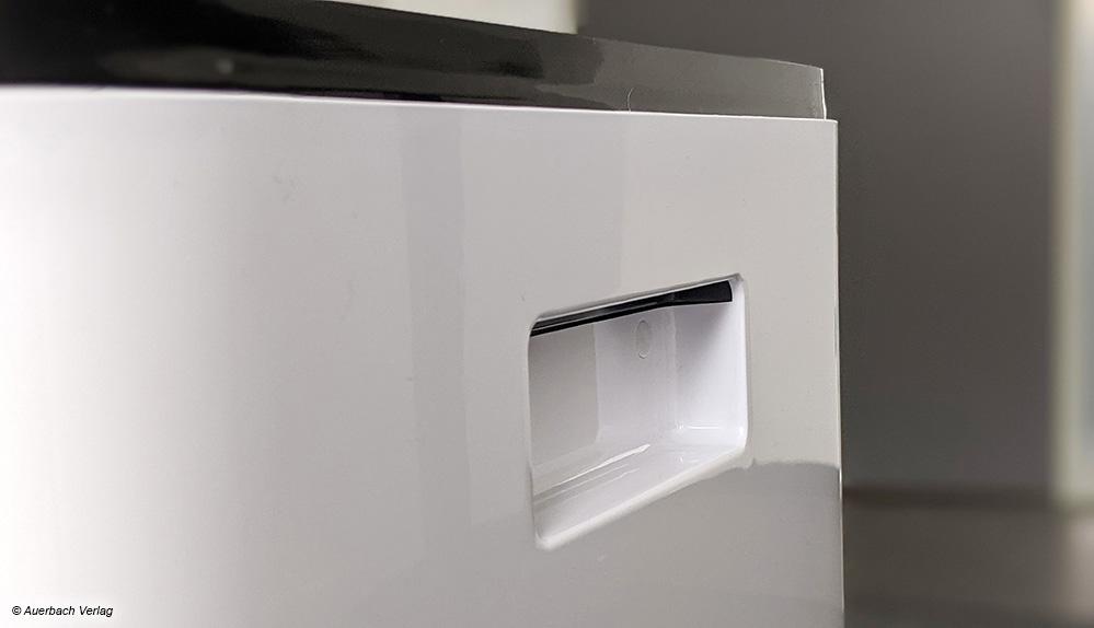 Der Griff an der Rückseite erlaubt eine benutzerfreundliche Handhabung und Repositionierung