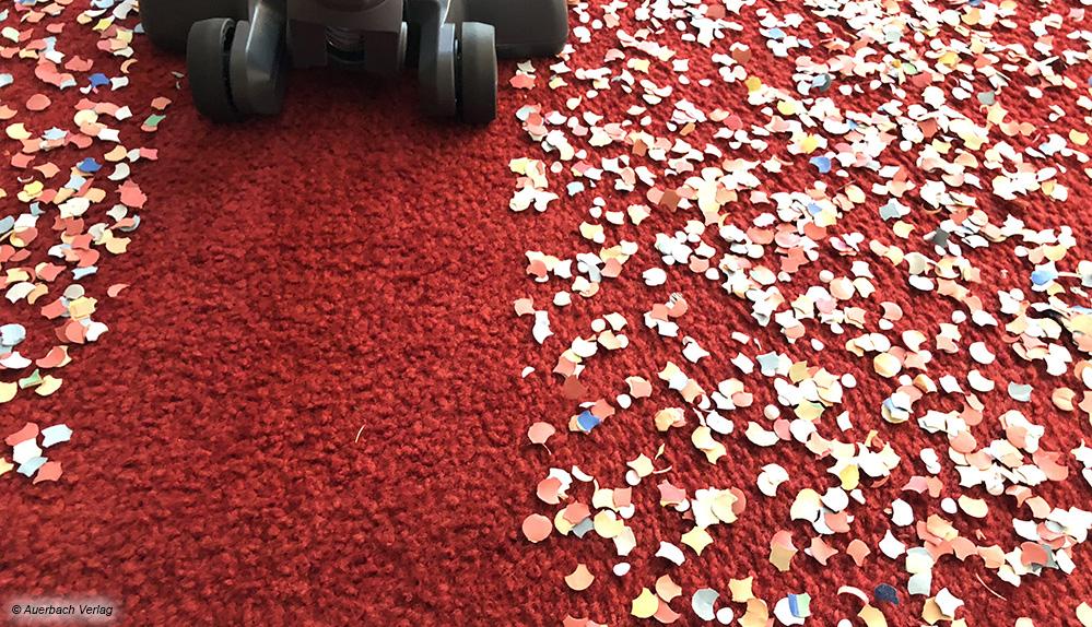 Grobe Konfetti werden beim Der Severin HV 7165  im ersten Rutsch sofort selbst vom Teppich komplett eingesaugt