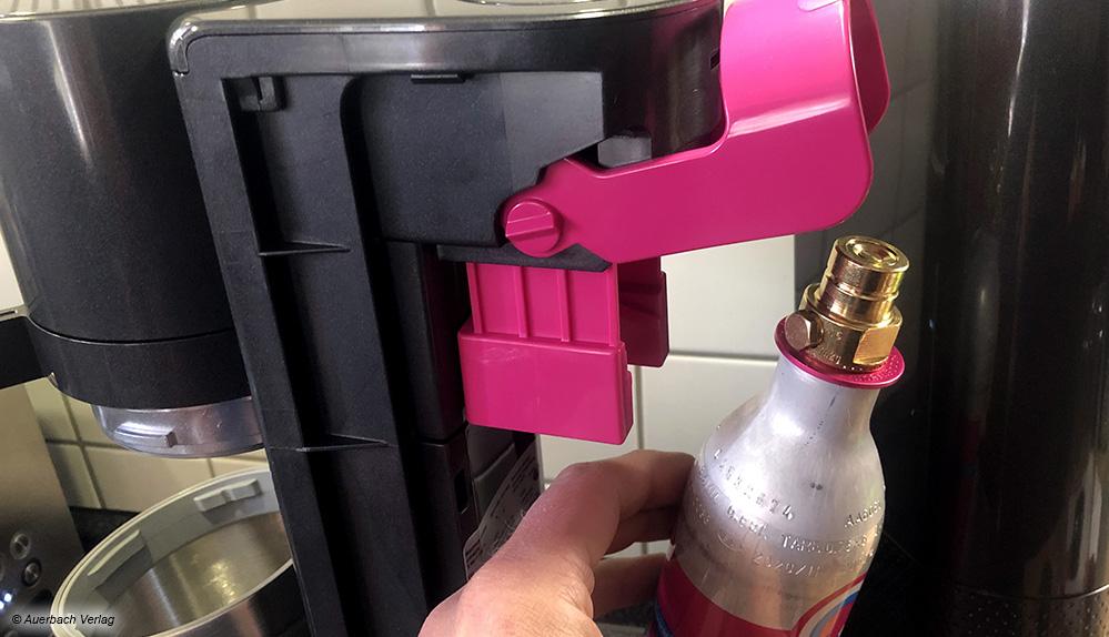 Das gefällt uns: Der CO2-Zylinder lässt sich ohne Einschrauben einfach in das Gerät stecken und wird dann über einen Hebel arretiert
