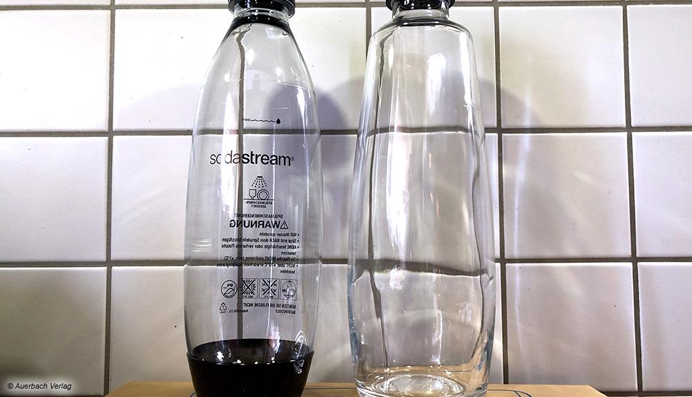 Im Lieferumfang des Sodastream Duo sind zwei Flaschen: Eine 1-Liter-Flasche aus Kunstoff und eine 1-Liter-Flasche aus Glas.