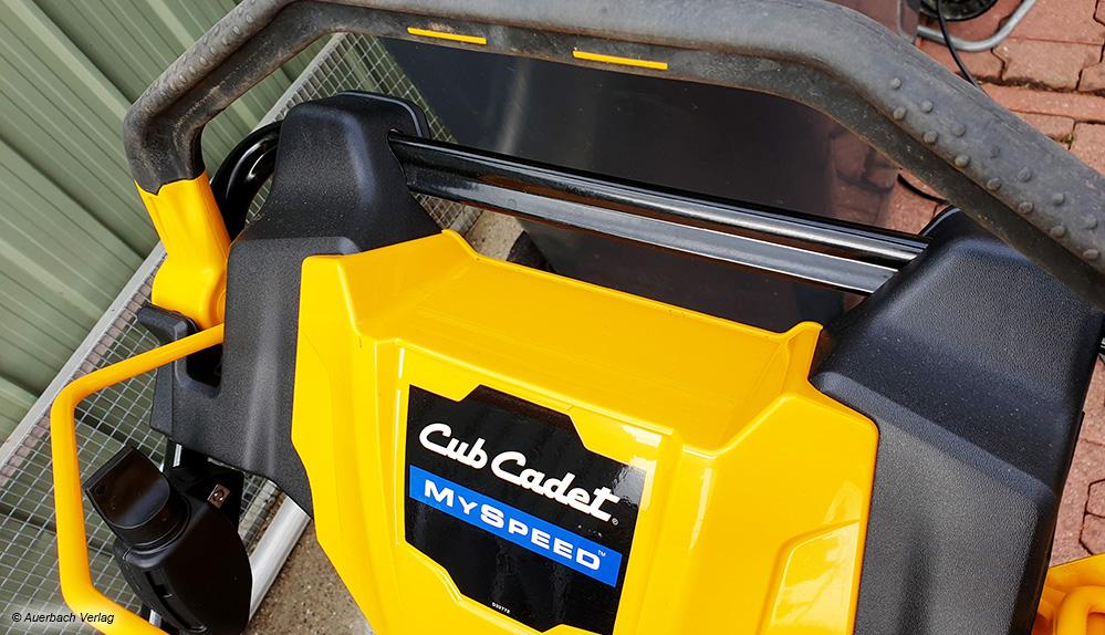 """Die Funktion """"My Speed"""" beim Rasenmäher Cup Cadet ist etwas Besonderes: Der Mäher passt seine Geschwindigkeit an die Bewegung des Nutzers an"""