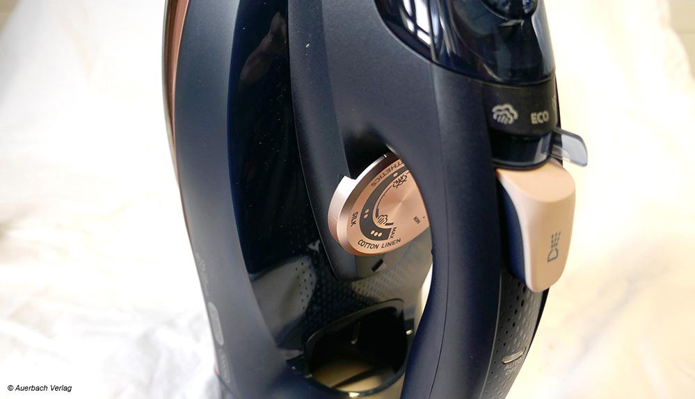 Der Drehradschalter von Philips Dampfbügeleisen ist leicht zu bedienen und gibt zusätzlich Hinweise, für welche Stoffe die Temperaturstufen geeignet sind