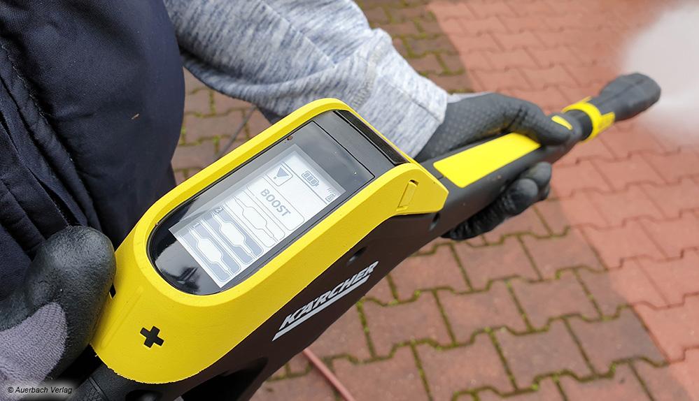 Eindeutig das komfortabelste System: Via Bluetooth und LC-Display lässt sich der Kärcher bis ins Detail steuern