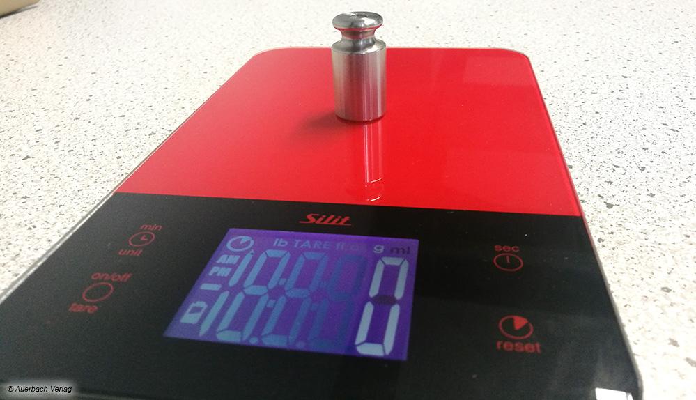 Bei der Küchenwaage von Silit lässt sich die Gewichtsanzeige dank beleuchtetem Bildschirm auch aus mehreren Winkeln erkennen