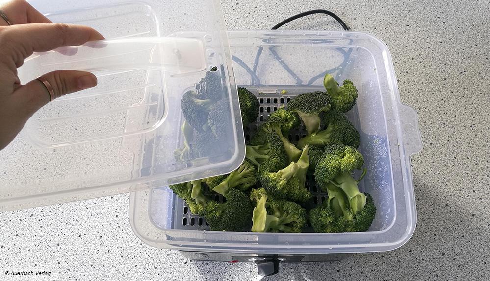Voilà! Der fertige Brokkoli ist aus dem Dampfgarer nach weniger als 20 Minuten direkt servierbereit.