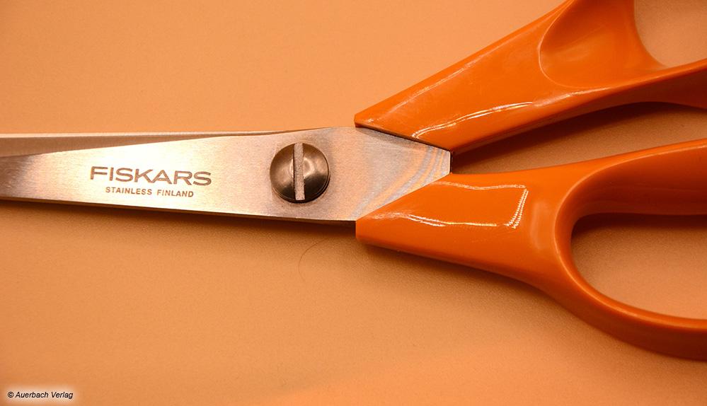 Die Klingenspannung lässt sich bei dem Modell von Fiskars individuell durch eine Schraube einstellen