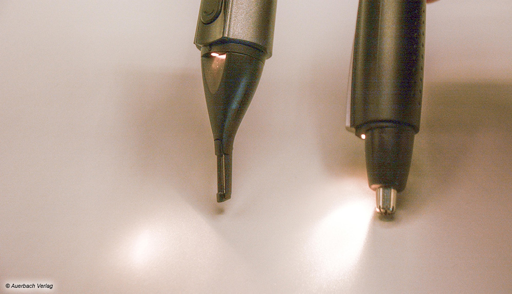 Die integrierten Leuchten bei Pearl und Carrera leuchten ziellos umher und sind somit recht überflüssig