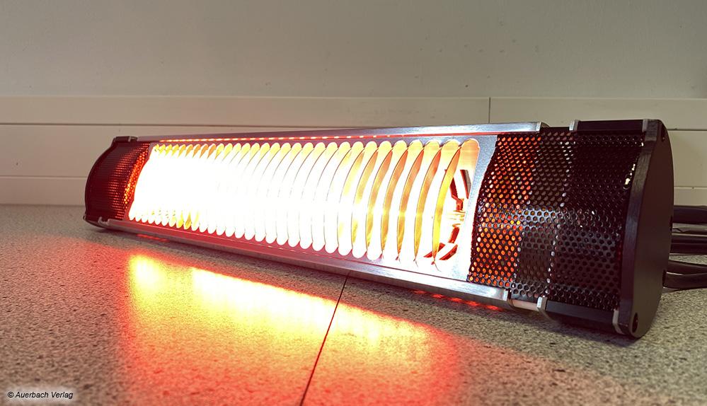 Der sichtbare Anteil der erzeugten Strahlung kann sehr hell werden, ein Aufhängen außerhalb des Sichtbereiches bietet sich an