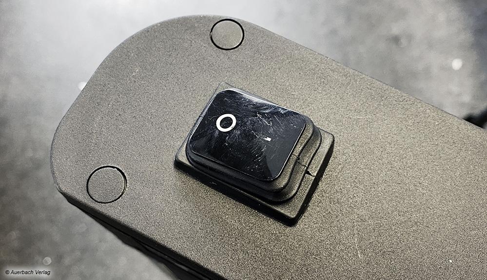 Nach Anleitung aufgebaut und dennoch zerkratzt: Die Über-Kopf-Montage des Suntec Heat Patio 2000 Carbon ist nicht ideal erdacht