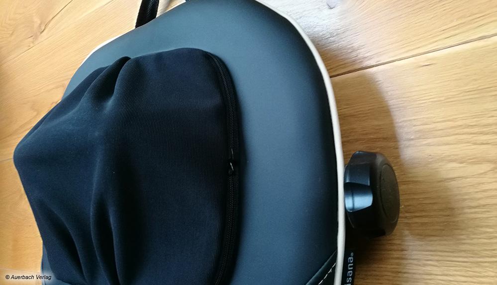 Die Nackenmassagefinger der Medisana-Matte sind höhenverstellbar und mit atmungsaktivem Stoff überzogen