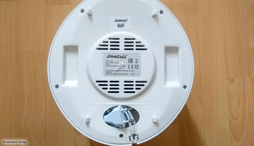 Beim kleinen Dörrautomaten von Steba lassen sich Stecker und Kabel im Geräteboden verstauen