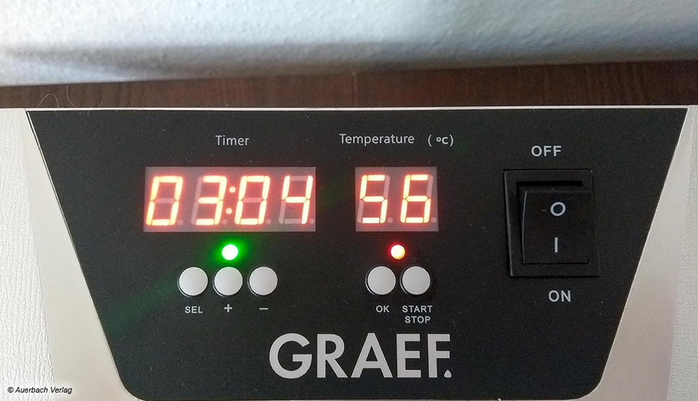 Auf der Oberseite des Dörrkastens von Graef ist hinten ein relativ einfach zu bedienendes Display
