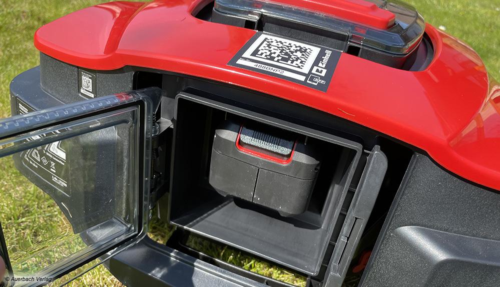 Gut für die Umwelt: Der Akku des Einhell-Mähroboters kann bei Bedarf jederzeit ausgetauscht und sogar in anderen Geräten des Herstellers benutzt werden