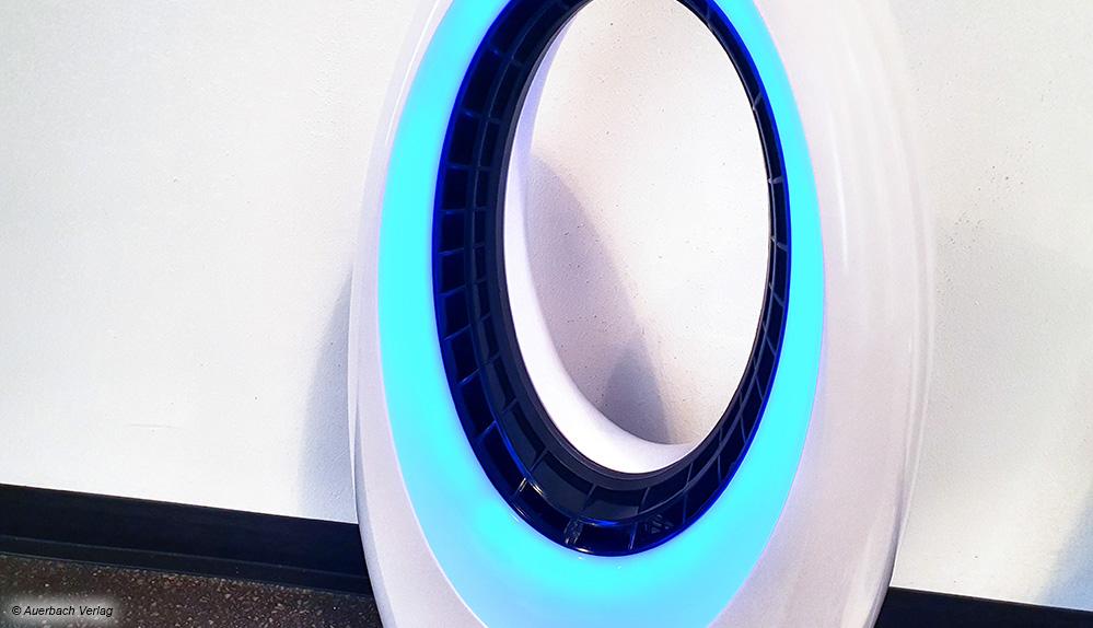 Der Ventilator von Kalorik sieht schick aus und hat eine farblich änderbare LED-Beleuchtung als Stimmungslicht verbaut