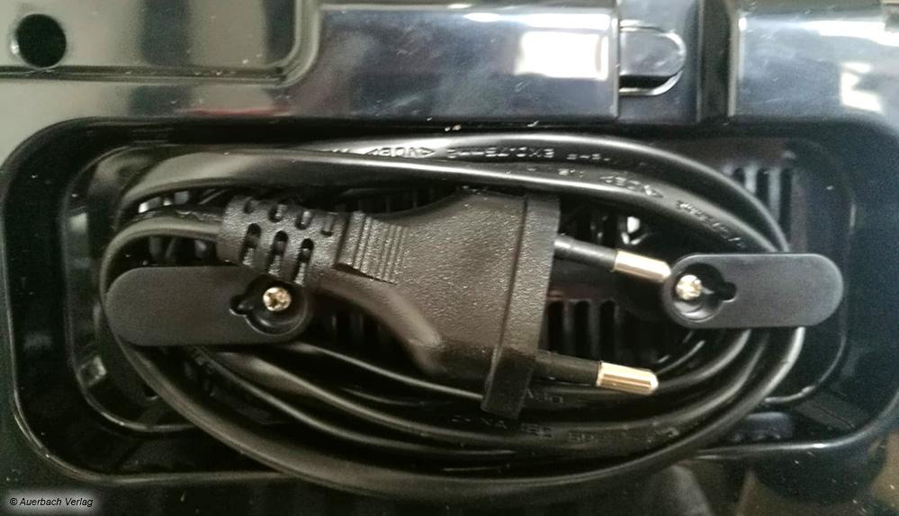 Bei allen Modellen kann das Kabel an der Unterseite eingerollt werden. Das erleichtert das Verstauen