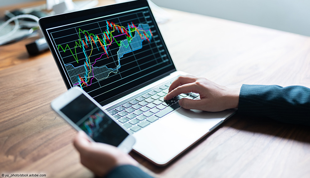 finanzen kurse laptop smartphone